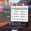 Schild Öffnungszeiten mit Saugnapf und Haken zum selbst beschriften